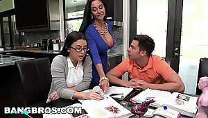 Uk Teen Experience Three Guys Inside Toilet Not Their Step Mom on Cam