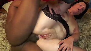 A mature slut gets finger fucked ass by a fake agent french